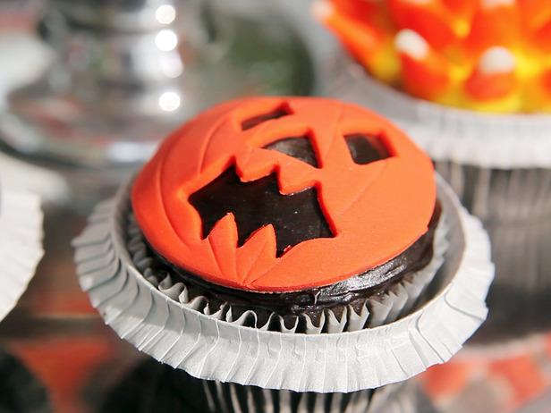 Sandra-Lee_Pumpkin-Cupcake_s4x3_lg